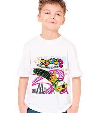 ילד לובש חולצה לבנה עם הדפס של פארק קיפצובה